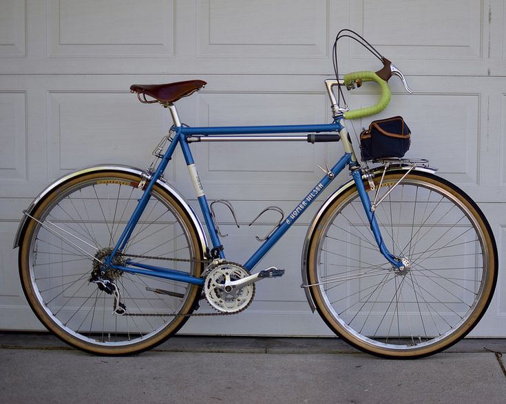 61 cm A. Homer Hilsen; Rich-built Velocity Dyads/White Industries MI5 rear, Son 28 front/Compass Barlow Pass; VO fenders; Paul Racer brakes; XT mech/Sugino/Silver downtube; Phil Wood BB; Brooks B17 Special; Nitto Tallux 80 mm/Velo Orange Chris's Rando Bar 44 cm/Dia Compe Gran Compe 202 levers; Berthoud Alex Singer bag, etc.