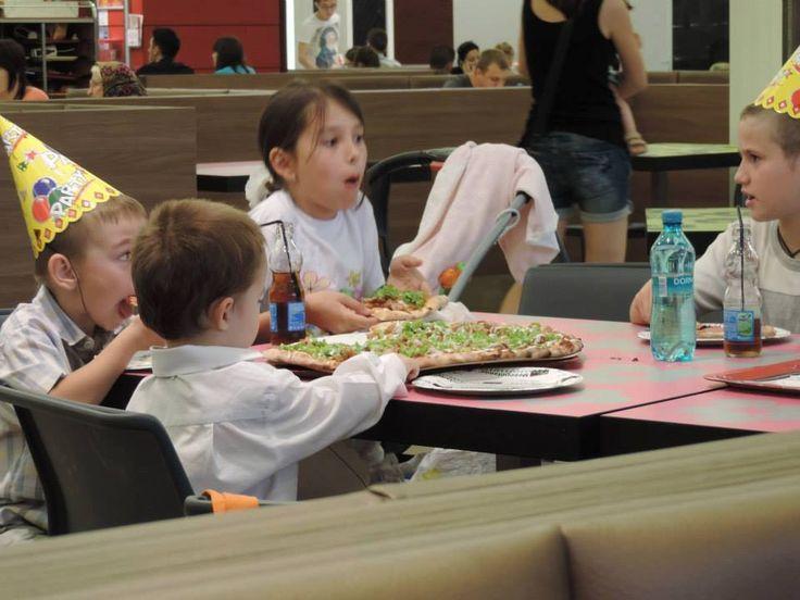 Copiii iubesc produsele  noastre. Noi le uram mult succes in noul an scolar si ii mai asteptam la Mesopotamia! www.mesopotamia.ro