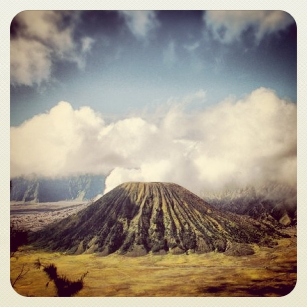 #stunning #scenary #bromo #mountain #nature #instagram #instago #igers #instagood #iphonesia #iphoto #iphoneography #statigram - @agnezeve- #webstagram