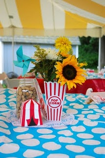These centerpieces are so simple! I love them what do you guys think? do they still have those plastic popcorn containers at Target?