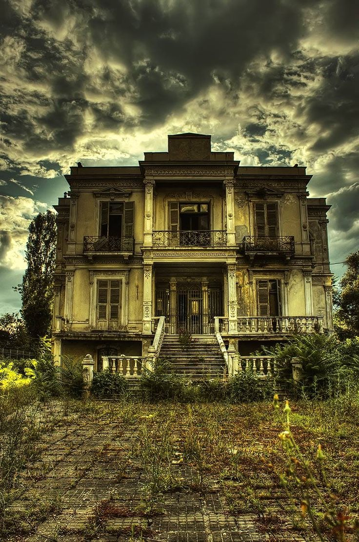 Abandoned beauty in Thessaloniki, Greece, taken by Alexander Hadji. Thessaloniki is on my must see list when I return to my grandfather's homeland.