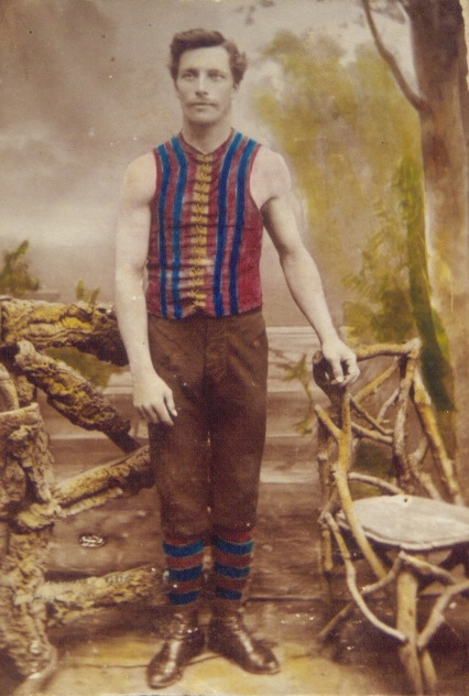 An early photo of the magenta and blue guernsey (circa 1890s)