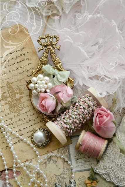Trunk of Vintage Shabby Treasures. Collect all you little treasures for some vintage photos of your wedding