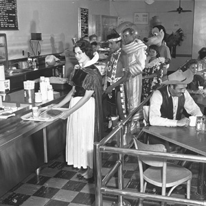 Cast Cafeteria at Disneyland in 1961: Disneyland Employment, Lunches Breaking, Employment Cafeteria, Walt Disney, Historical Photo, Disneyland Backstag, Vintage Photo, Disney Character, Backstag Cafeteria
