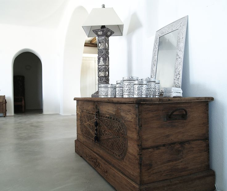 Beton cire floors and white arches in a typical Cycladic living room, combined with carefully chosen furniture.