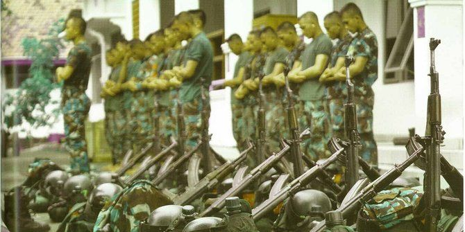 Subhanallah, Pasukan Kopaska Tetap Shalat Berjamaah di Tengah Latihan Berat