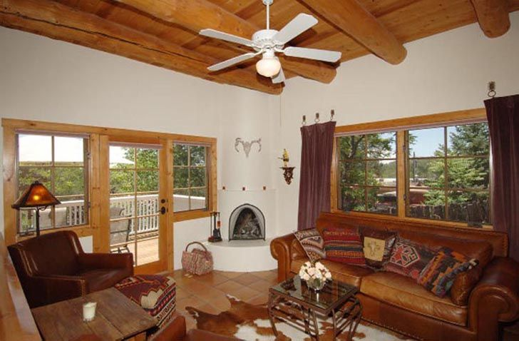Santa Fe accommodations in a furnished condo walking distance to plaza