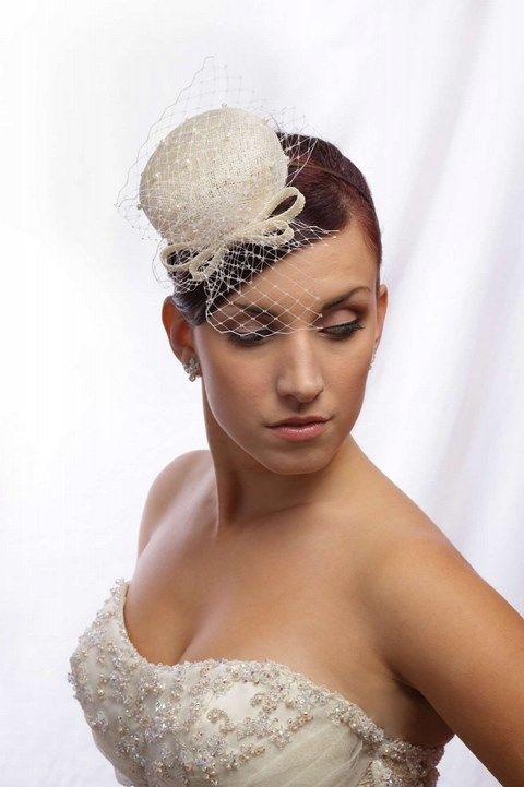 Malý klobúčik do vlasov s perličkami K5 - Svadobný salón Valery