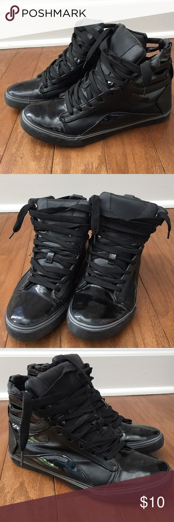 Balera Hightop Sneaker Women's Size 8 Balera Women's Size 8 Black hip hop dance sneaker. Hardly worn only danced in them a few times and wore them around town a few times. Practically brand new. Comfortable and stylish to wear even with workout attire or sweats and a t-shirt. Cleaning out my closet and just don't really wear them anymore. Make me an offer! Balera Shoes Athletic Shoes
