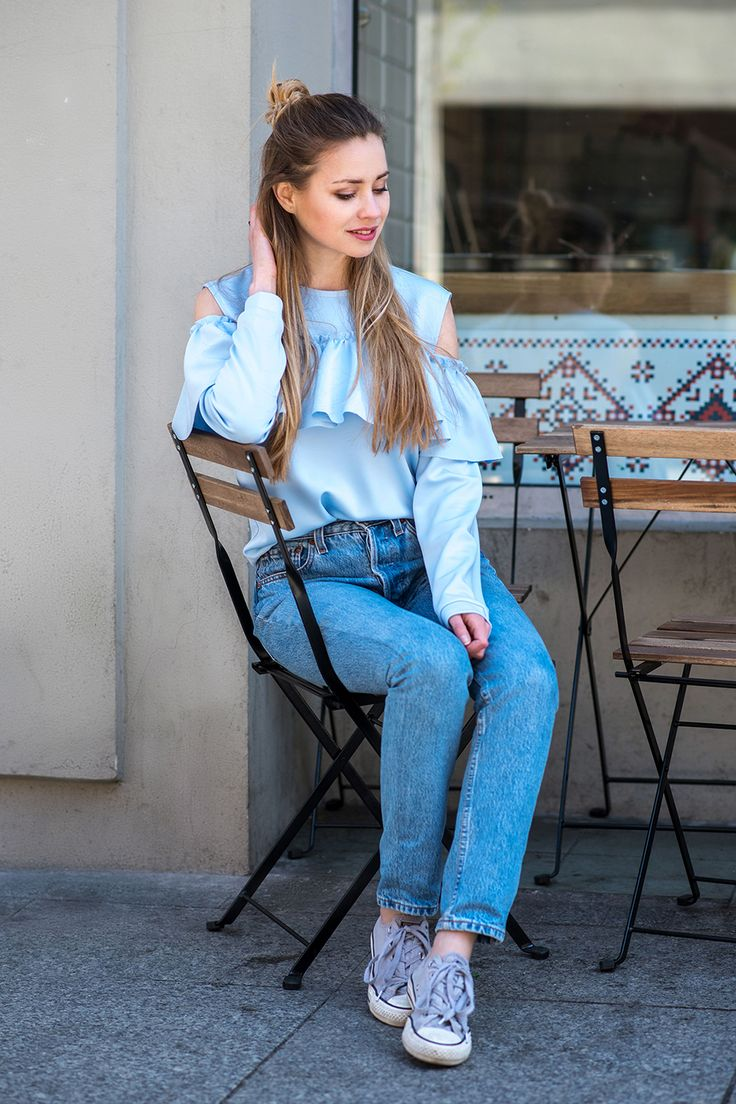 Bluza z falbaną błękitna Cranberry