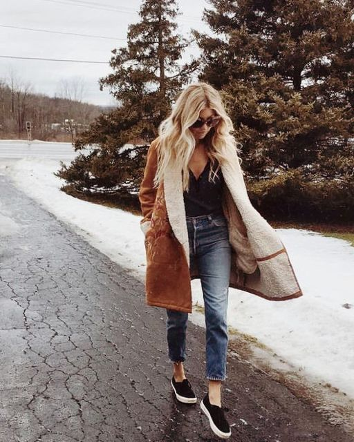 Boyfriend jeans with a tan fur shearling coat and trainers