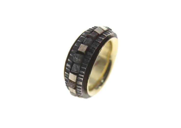 Mekkanika 2 - silver, gold and diamonds ring by Giorgio Chiarcos