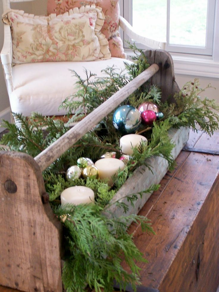 Love this rustic look : Decorated vintage toolbox - #Christmas #Ornaments #Holdiay Decor
