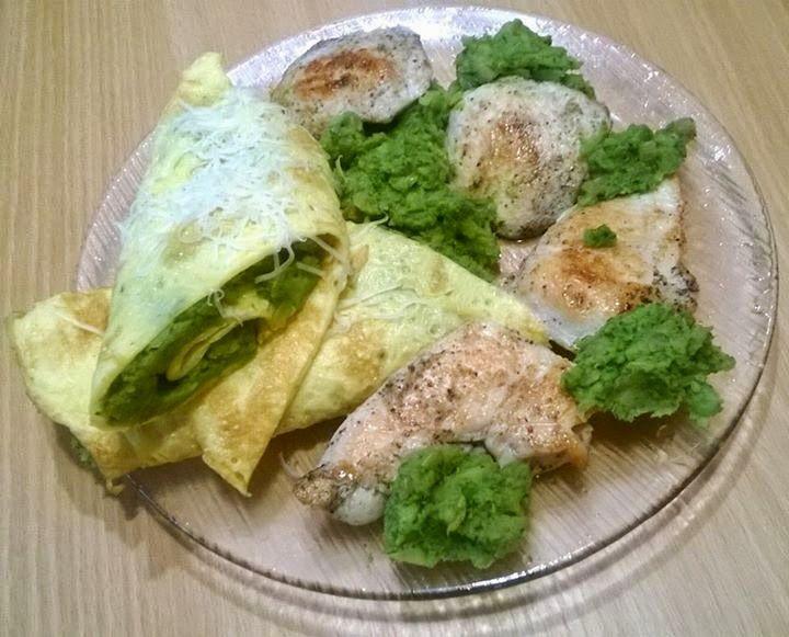 Ti Küldtétek Recept (A recept beküldője:Wirthné Kriszti) Grillezett csirkemell tojáslepénybe csavart brokkolipürével       Grillezett csirkemell tojáslepénybe csavart brokkolipürével     RECEPT: Fél csirkemellből vágtam 4 kis szeletkét. Sóval, borssal, fokhagymával ízesítettem,majd