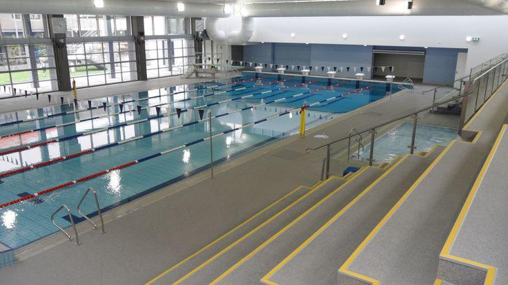 Les nouveaux sports et centre aquatique ont été construits un construit il y a quelques années. Il comprend une piscine, une chambre de yoga et une gym. La chambre de yoga et la gym sont est au deuxième étage. La piscine est sur le rez-de-chaussée. Il y a un plongeoir aussi, un mètre. Enfants jeunes, les étudiants et les adultes peuvent participer cours de natation, ce qui permet une grande et inclusive communauté de la natation.