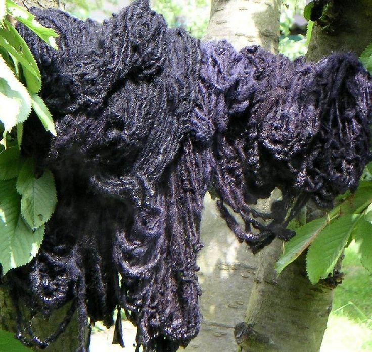 WOLVERVEN MET PLANTEN. Deze techniek is vooral toepasbaar op dierlijke vezels. Plantenvezels hebben een omslachtige voorbehandeling nodig alvorens ze de verf kunnen opnemen. Beitsen  is het...
