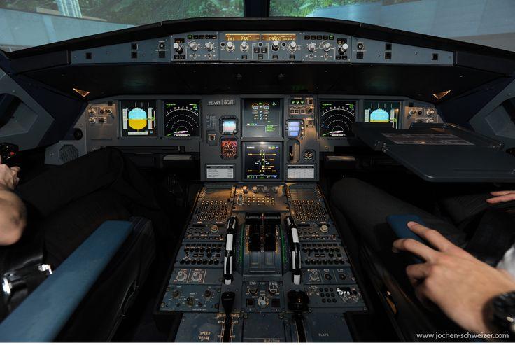 Steig ein in den A 320 und werde zum Piloten! Mit dem Flugsimulator können bis zu 24.000 verschiedene Zielflughäfen angeflogen werden, also rein ins Cockpit und entdecke die Welt der Lüfte. #fliegen #flugsimulator #a320