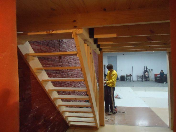 Entrepisos de madera altillos escaleras pergolas barandas for Escalera de madera para entrepiso