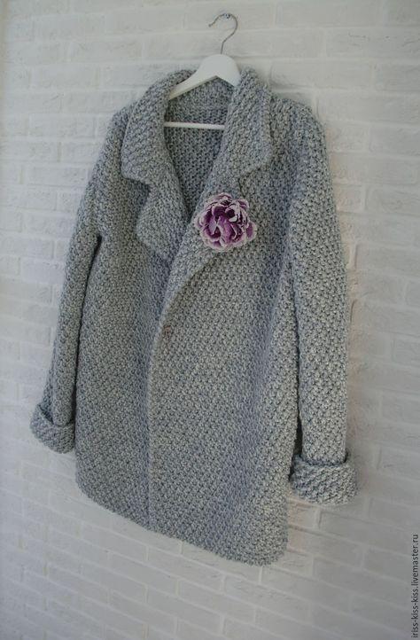 Купить или заказать Пальто Иней в интернет-магазине на Ярмарке Мастеров. Пальто связано из итальянской полушерсти, покрой оверсайз. Подойдет на 44-50 размер. Длина пальто на фото 85см. Застежка - кнопки, можно застегивать декоративной булавкой. Отложной воротник. На заказ можно связать подобное, цену уточняйте!