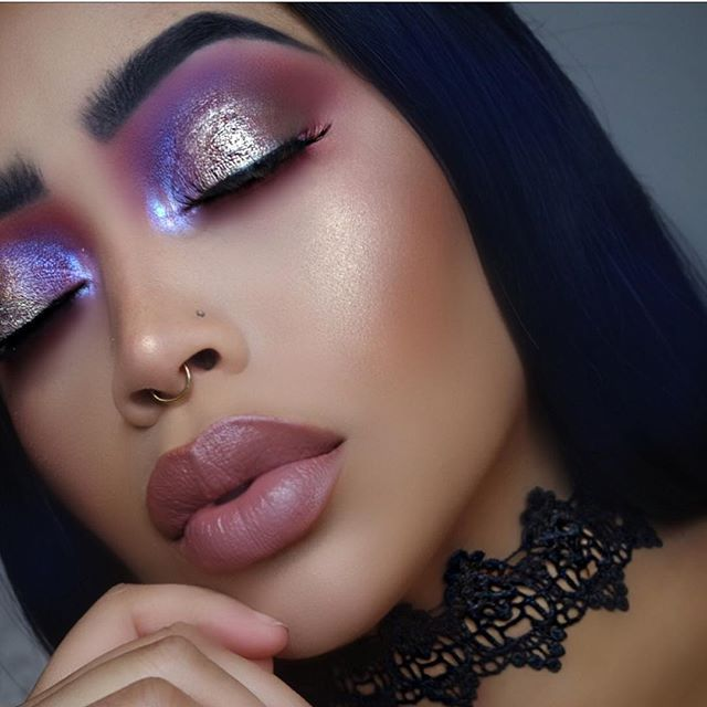 Details 💕⚡️ EYES: @meltcosmetics shadows in; Rott, Blur, Promiscuous, Love sick and harsh stone white. for the inner corner highlight I used @katvondbeauty alchemist holographic highlight palette in the shade amethyst.....I AM UTTERLY OBSESSED! LINER: #abhdarkside gel liner in my water line BROWS: @anastasiabeverlyhills @norvina brow definer and duo in granite LASHES: @lillylashes @lillyghalichi in Monaco GLOW: Melts shadow in Amelie BRONZED with @wetnwildbeauty to reflect FACE: base @na...