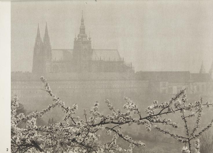 JOSEF SUDEK (1896 - 1976) Prague castle