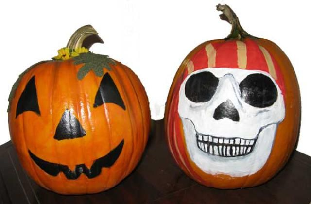 How to Paint a Pumpkin: Painting a pumpkin is very effective, whether you choose a relatively easy design that resembles a carved pumpkin (left) or something more complicated (right).