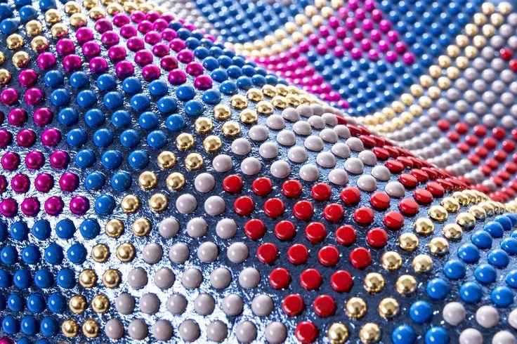 Borchie graffate verniciate effetto triangolo multicolor