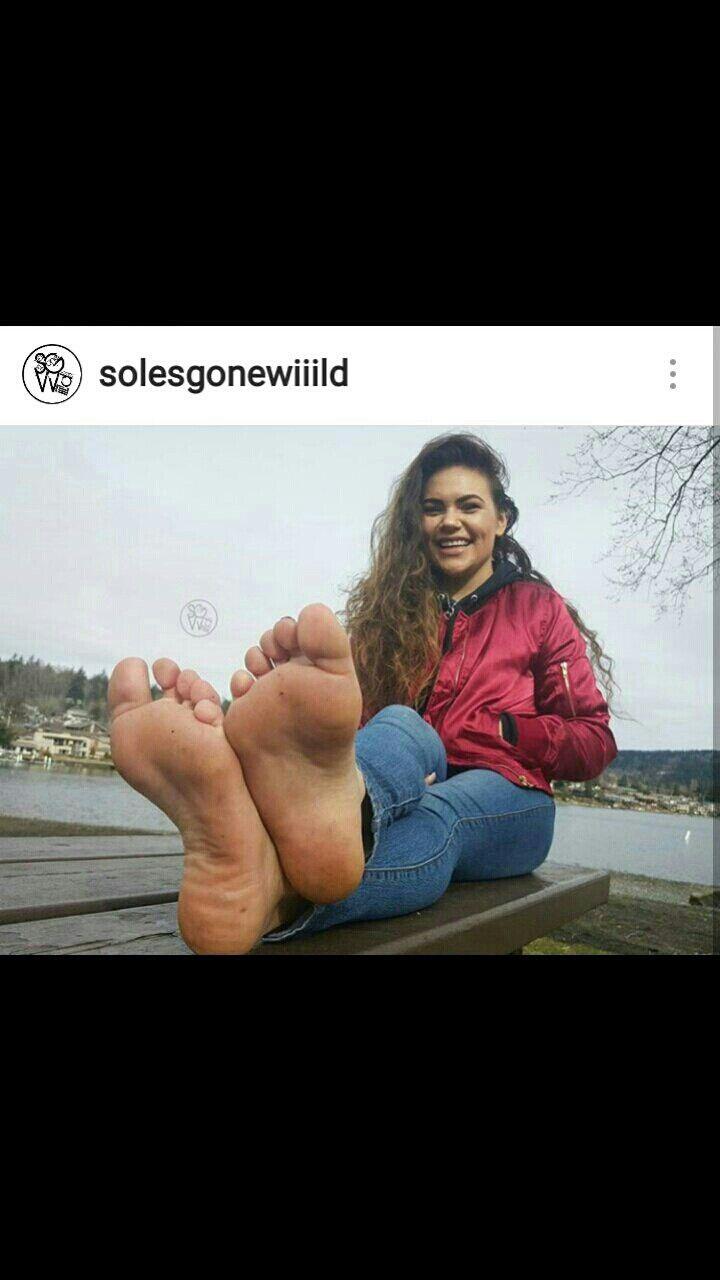 Pretty Toes, Female Feet, Women's Feet, Flare Jeans, Sexy Feet, Barefoot