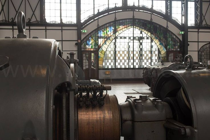 Zeche Zollern - ik denk wel de mooiste mijn ooit gebouwd. Kijk eens naar dat Jugendstil raam in deze machinehal. Want dat was het oorspronkelijk... #willemlaros.nl #photography #travelphotography #traveller #canon #canonnederland #canon_photos #fotocursus #fotoreis #travelblog #reizen #reisjournalist #travelwriter#fotoworkshop #willemlaros.nl #reisfotografie #landschapsfotografie #ruhrgebied #ruhr #germany #duitsland #erfgoed #industrieelerfgoed #https://goo.gl/sftREG #fb