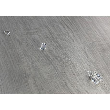 Bijou de dos mariage CORALINE.  Bijou de dos mariage sur fil nylon transparent et plaqué argent composé de perles et d'un cube en cristal Swarovki crystal et de rondelles strass carrées. Bijoux mariage.