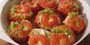 Valmista Jyväpastalla täytetyt tomaatit vuohenjuustosydämin tällä reseptillä. Helposti parasta!