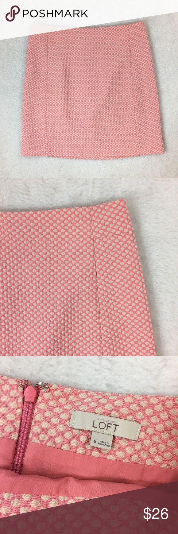 """LOFT Polka Dot Skirt LOFT Career Polka dot skirt. Size 8 Waist approx: 31"""" Length: 18.5"""" Lined Polyester/Cotton Blend. Back Zipper. Good condition! LOFT Skirts Pencil"""