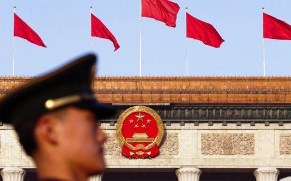 KIBLAT.NET, Beijing – Bocornya dokumen yang disebut Panama Papers mengungkap para pengusaha kaya dan para pejabat menitipkan aset kekayaannya di perbankan offshore. Beberapa tokoh besar dari berbagai negara terseret dalam kasus ini, termasuk sejumlah pejabat tinggi Cina. Akibatnya, Cina mengambil langkah untuk memblokir pemberitaan terkait Panama Papers di negaranya. Praktik perbankan offshore ini sendiri dilakukan …