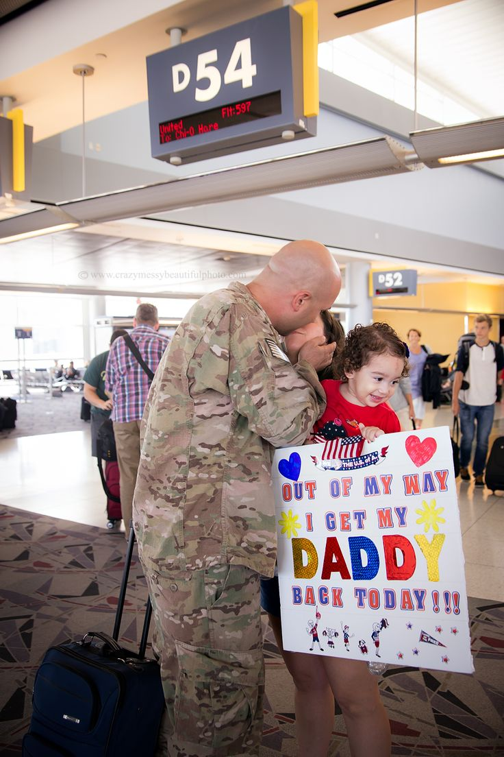 army men coming home to thier kids and wife | Las Vegas Family & Military Photographer: Welcome Home Surprise
