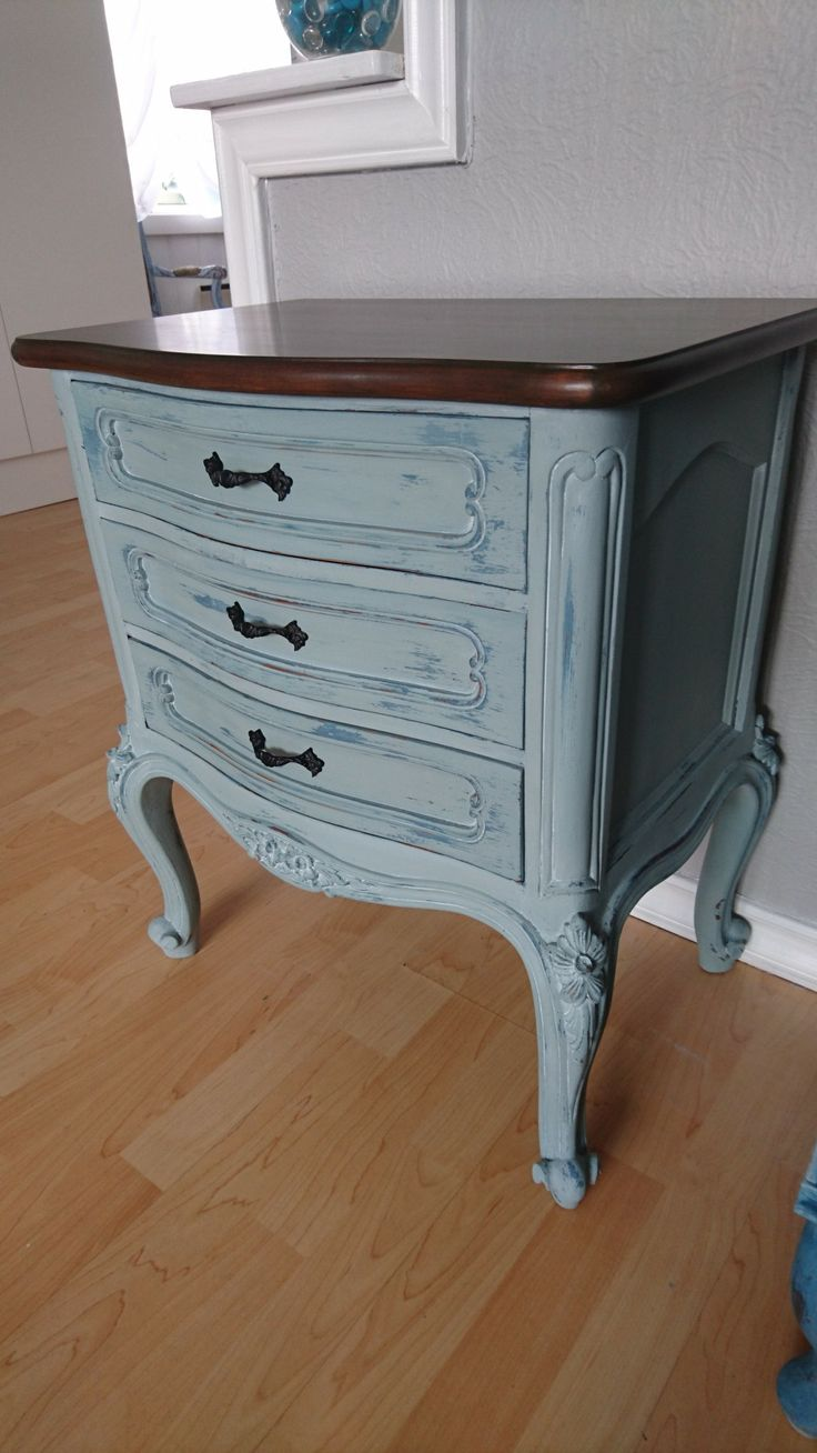 Beside Cabinet Duck Egg Blue Annie Sloan whit White wax,  Camouflage natural Wood.