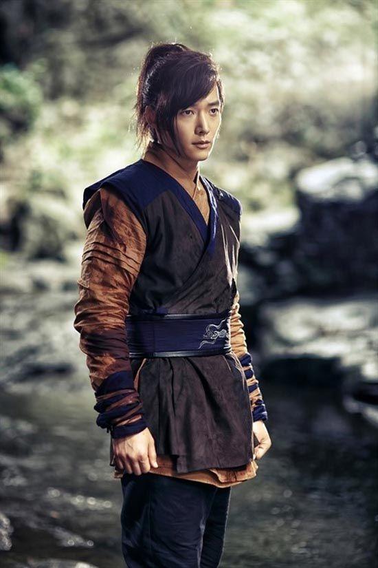 Choi Jin-hyuk as gumiho Gu Wol Ryung in the historical drama The Book of the House of Gu.