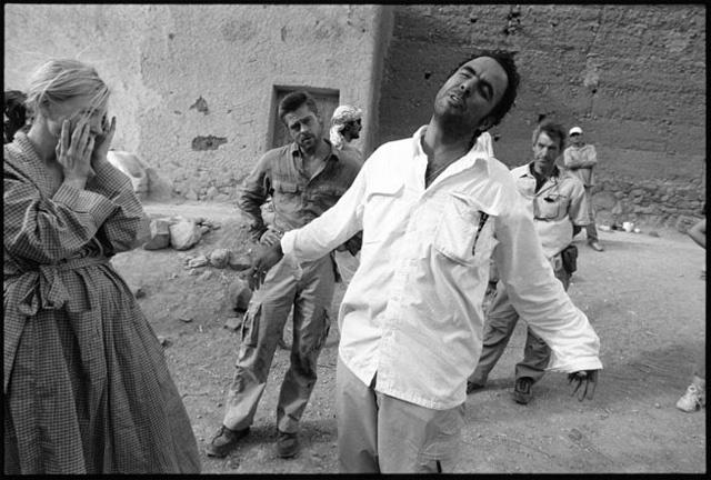 Alejandro Gonzalez Iñarritu directing Cate Blanchet & Brad Pit in Babel Near Ouarzazte, Morocco 2005
