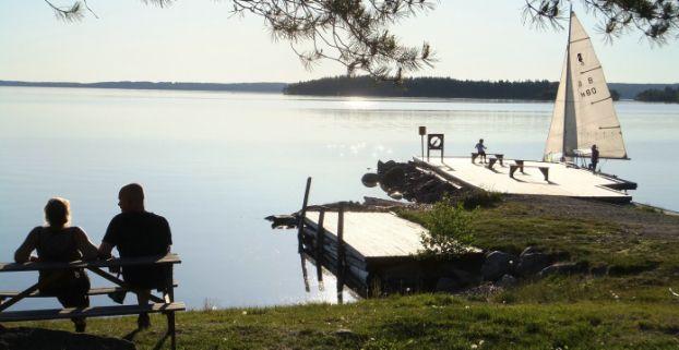 Camping Tiveden ist ein schöner und freundlicher Familiencampingplatz direkt am strand des klare Sees Unden. Sie können in einer komfortablen Kabine, oder im eigenen Wohnmobil, Wohnwagen oder Zelt ...
