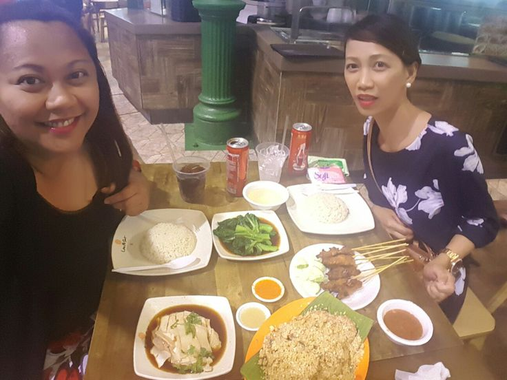 With Ate Aps - Lagi syang hindi ready eh. Hahaha! The cereal shrimp was to die for, seriously.   - Lau Pa Sat, Singapore 2016