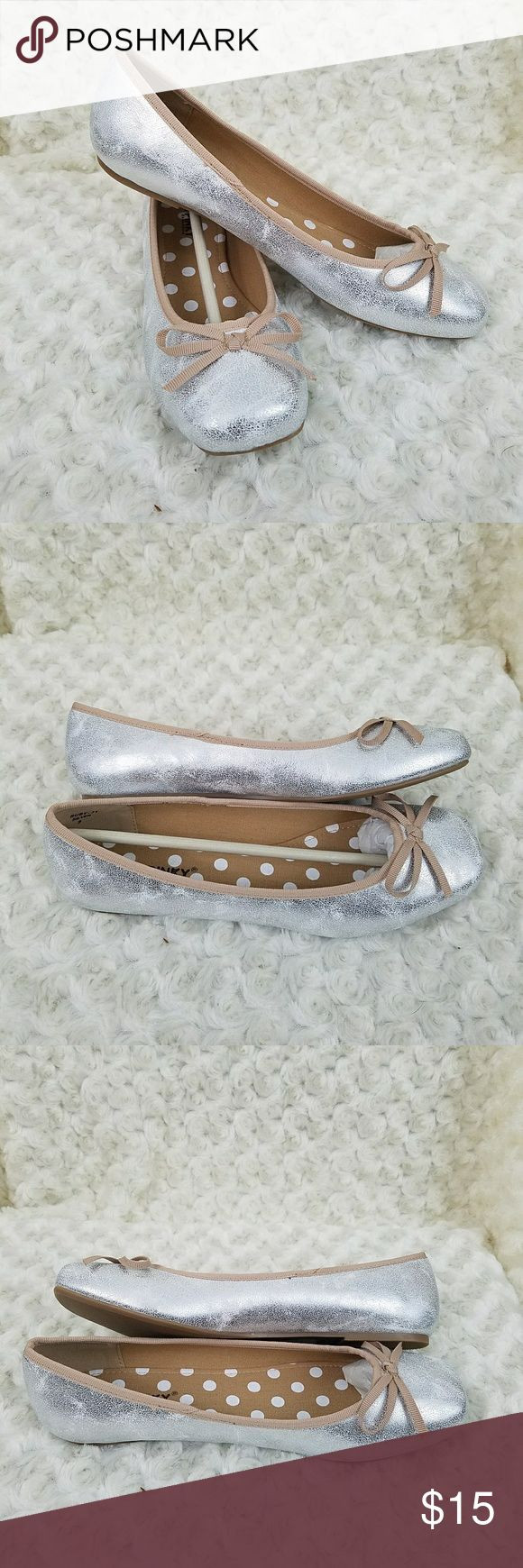 NWOT Silver and Tan Flats Adorable silver and tan flats by Via Pinky in Women's sz 9. Brand new never worn. Shoes Flats & Loafers