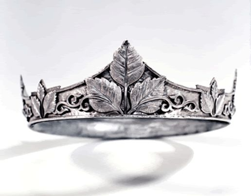 The crown of Edmund is silver with birch leaves, symbolizing protection, rebirth, and change. It's medieval in style, with elaborate engraving on the leaves' surfaces.