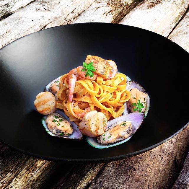 Find this recipe on Cookniche.com 😋 A colorful & delicious pasta dish of fresh tagliatelle with seafood and shrimp sauce | scallops in beurre noisette, flambé with cognac @micheldergaspard 👉 Create your Cookniche culinary blog 👉for free👈 and publish your recipes, photos, culinary thoughts and videos, all in one place, and be a part of the international culinary scene. Direct link in bio.