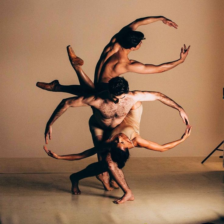 ausballetFaster is modern ballet in top gear! See our dancers charging on to the stage and pushing their bodies to the limit in this powerful triple program.