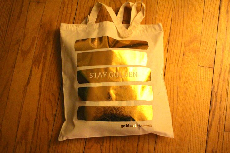 December Golden Tote Review - $49 Tote - http://mommysplurge.com/2013/12/december-golden-tote-review/
