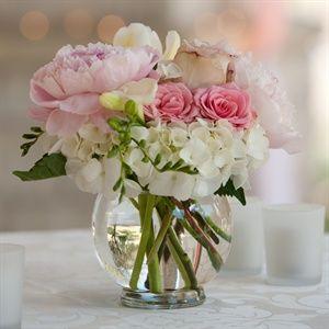 liebe vasen für die tische (rosen, pfingstrosen und hortensien)