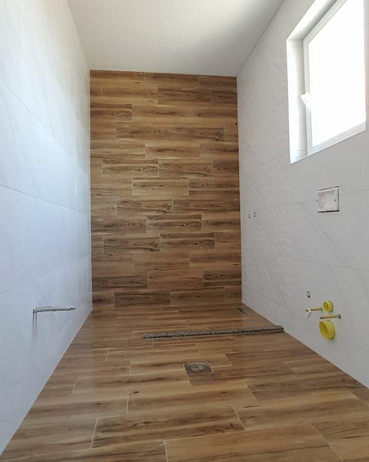 Ein Badezimmer mal in Holzoptik #fliesenlegerharbe…