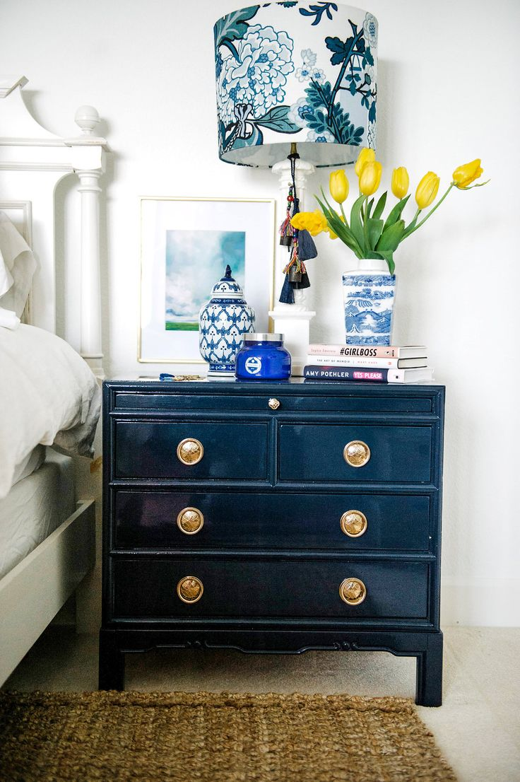 Bedside table decor pinterest - 25 Best Ideas About Nightstands On Pinterest Small Nightstand Antique Bedside Tables And Night Stands