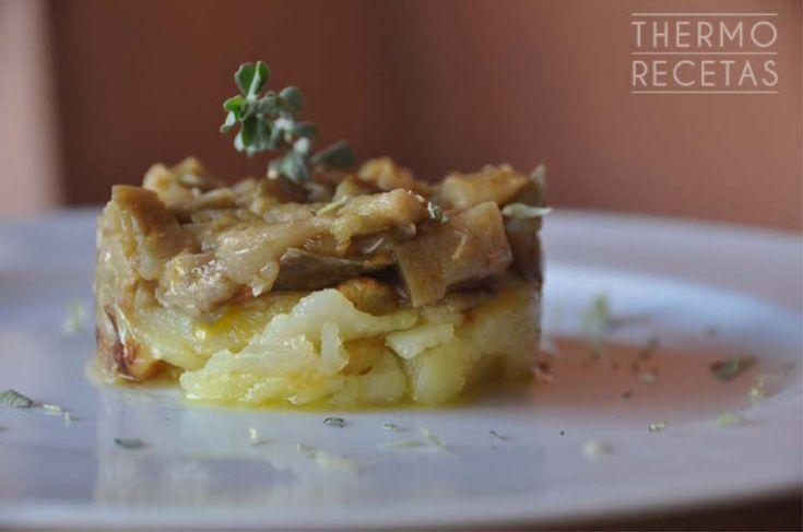 Receta sencilla de berenjena aromatizada con diversas hierbas. Ideal para acompañar pasta, arroz blanco, patatas o simplemente como guarnición.