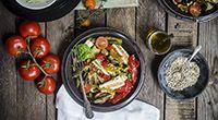 Insalata di verdure e tofu grigliato - Calorie totali: 700 Kcal / Calorie a porzione: 350 Kcal