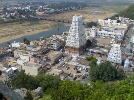 Srikalahasteeswara Temple is one of the top five most famous Shiva temples in South India, located in the town of Srikalahasti in Andhra Pradesh. Srikalahasti temple representing wind and the only Pancha Bhootam Stalam located out of Tamil Nadu.
